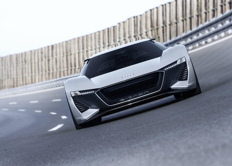 <p>Unterwegs gewinnt der Audi PB18 e-tron in hohem Maße Energie zurück.</p> Foto: AUDI AG