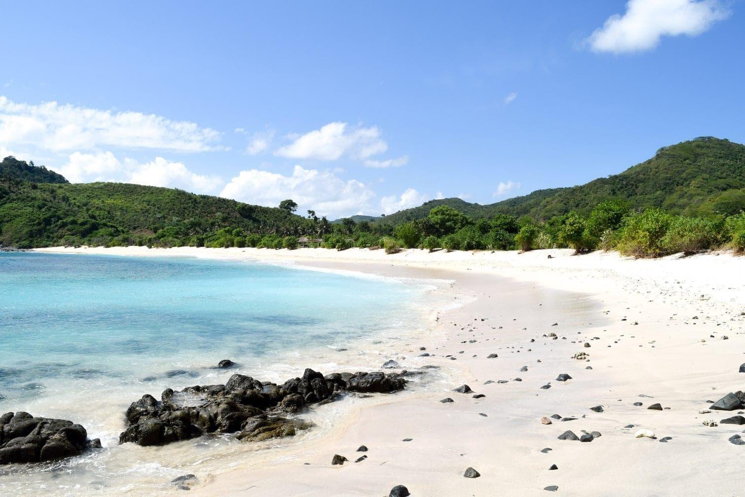 feinen Sand ausfüllen. Der Strand selbst steht unter Naturschutz