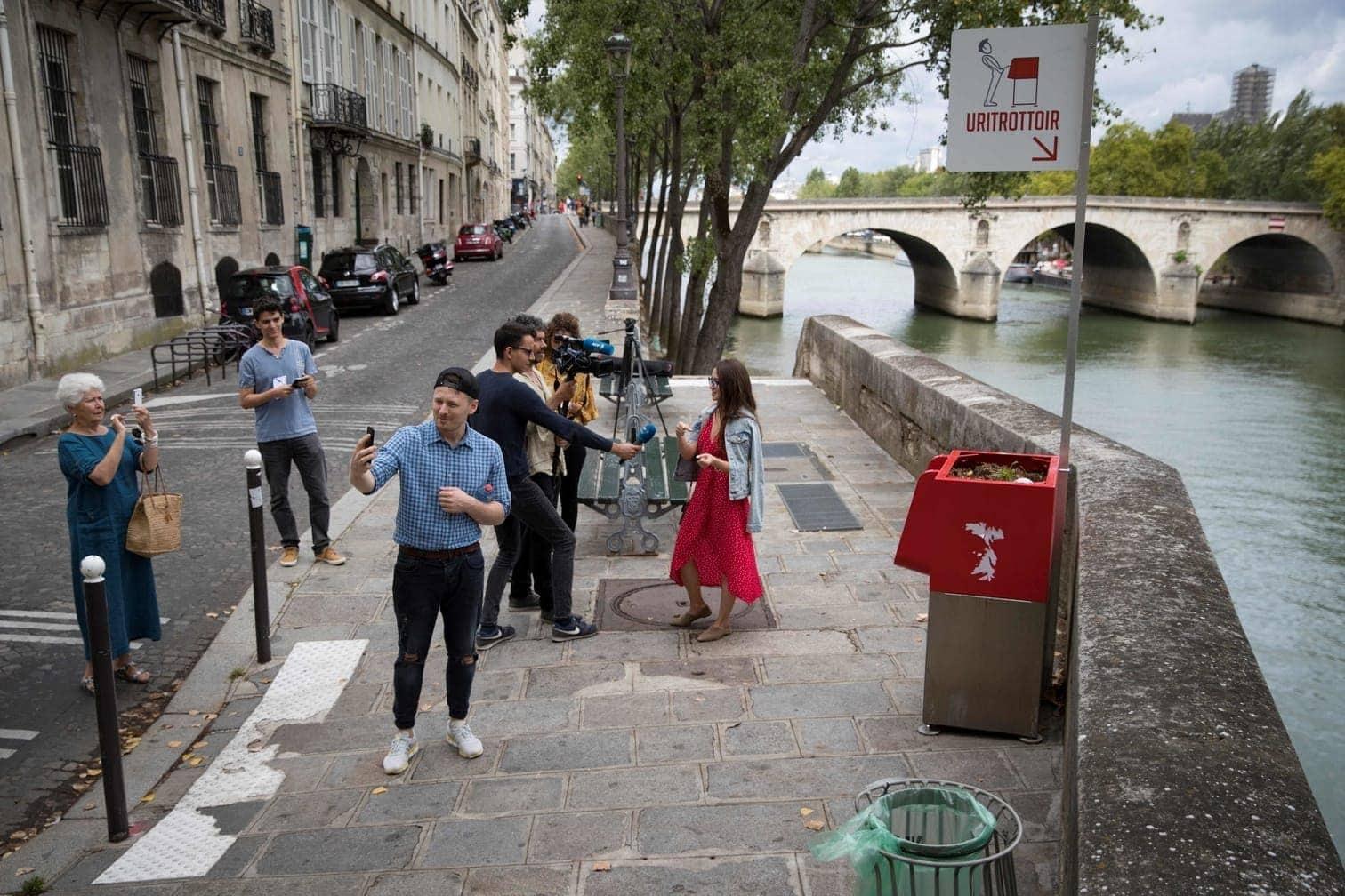 <p>Touristen (und auch Medien) scheinen dennoch Interesse an den Toiletten zu haben.</p> Foto: AFP