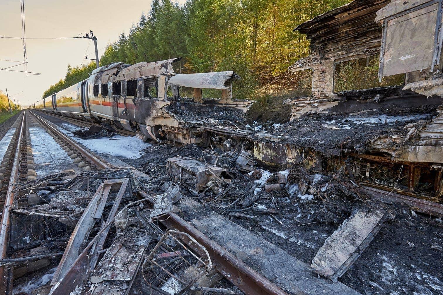 <p>Der Karlsruher FDP-Bundestagsabgeordnete und Verkehrspolitiker Christian Jung forderte von der Deutschen Bahn Aufklärung über den Brandschutz in allen ICE-Zügen.</p> Foto: dpa/Thomas Frey