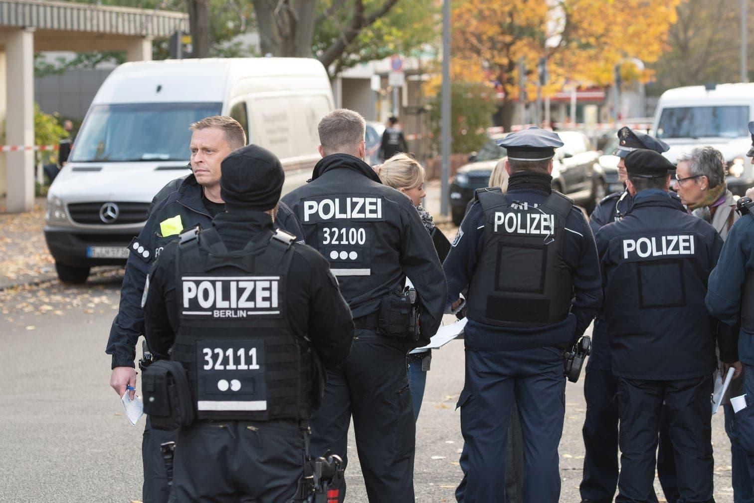 <p>Nach Polizeiangaben konnten die Täter am Freitagmorgen