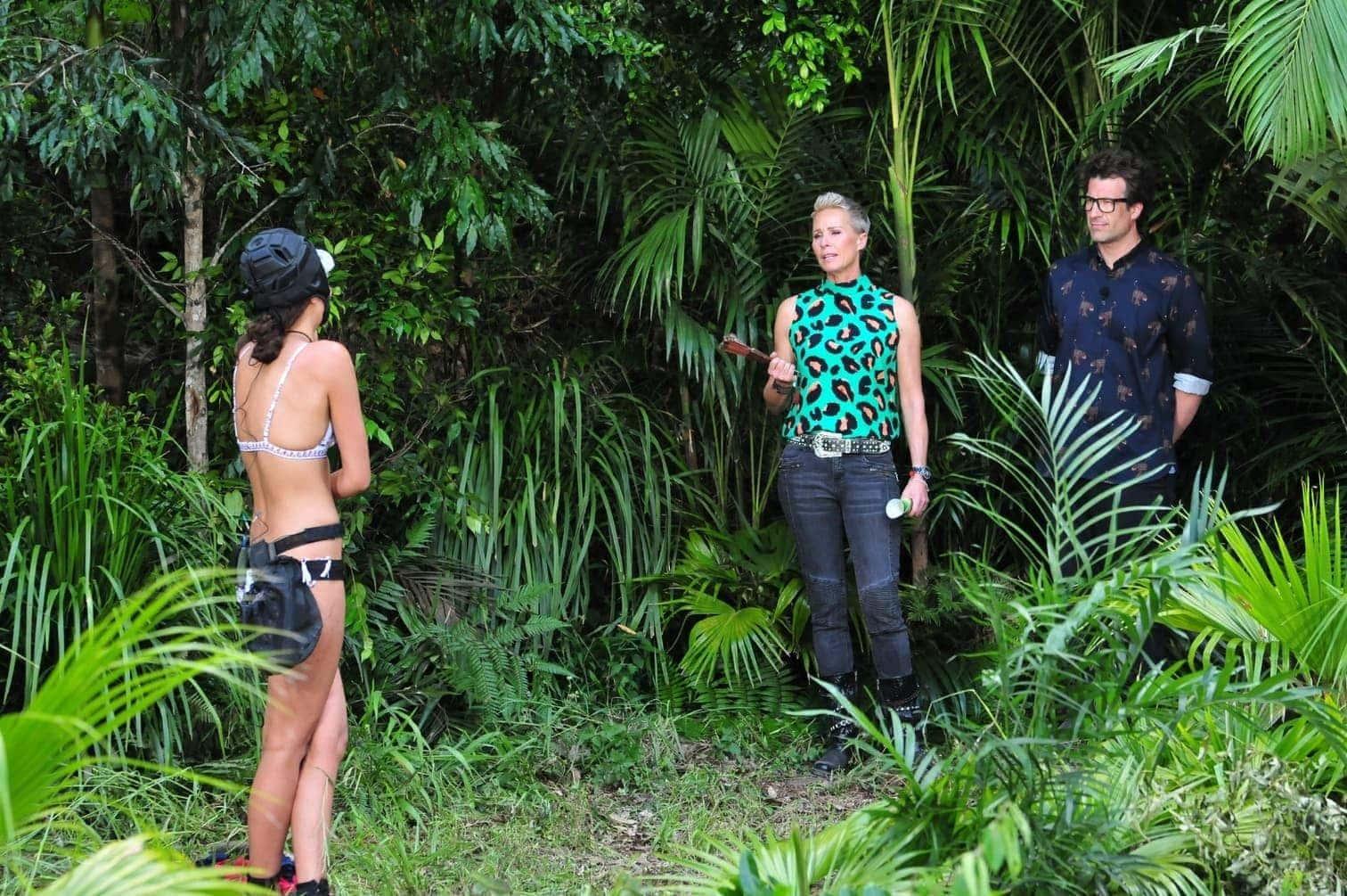 <p>Auch am dritten Tag muss Gisele Oppermann zur Dschungelprüfung antreten. Hier begrüßen die Moderatoren Sonja Zietlow und Daniel Hartwich das Sensibelchen zur Prüfung