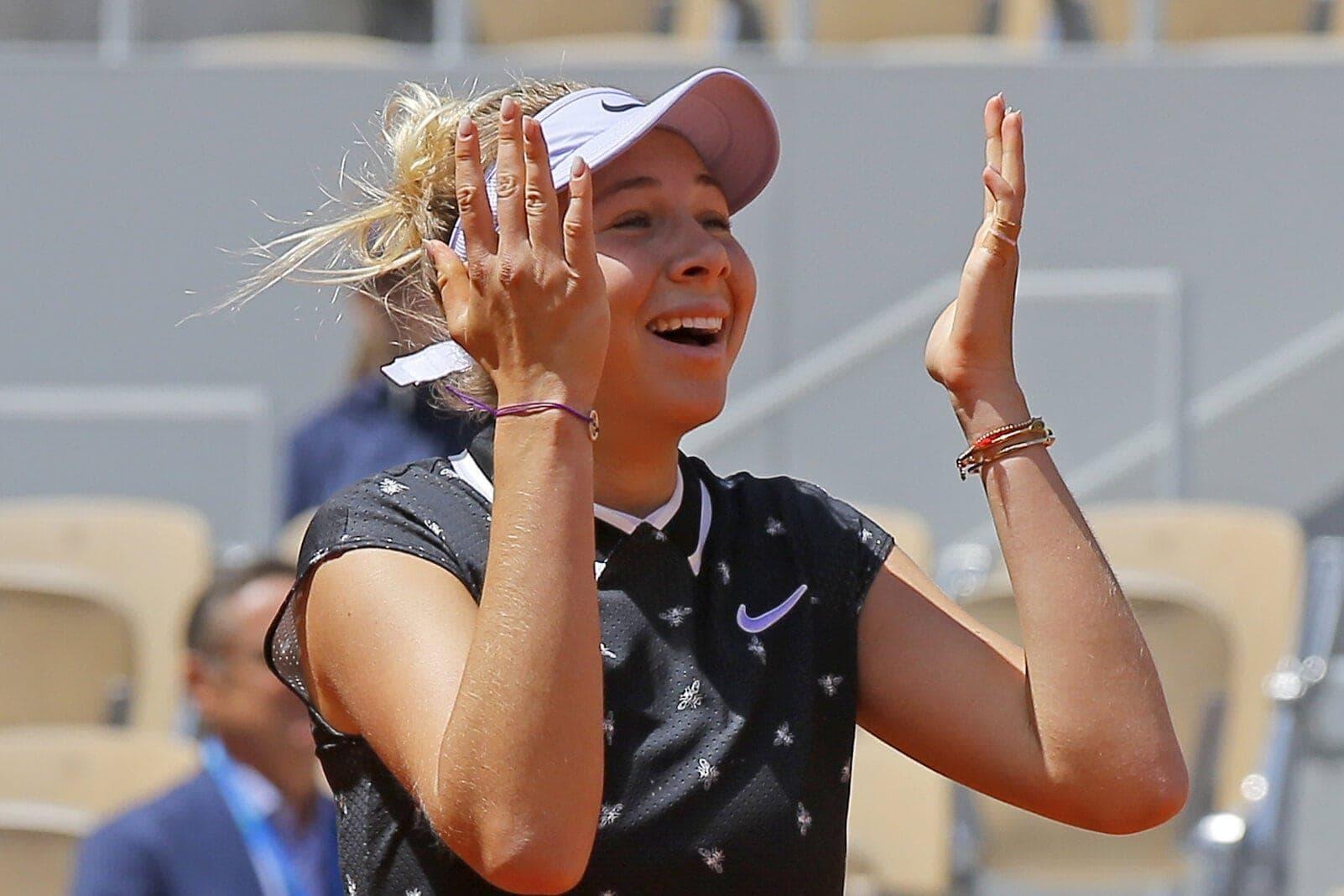 Ihr erstes Turnier spielte sie im September 2014