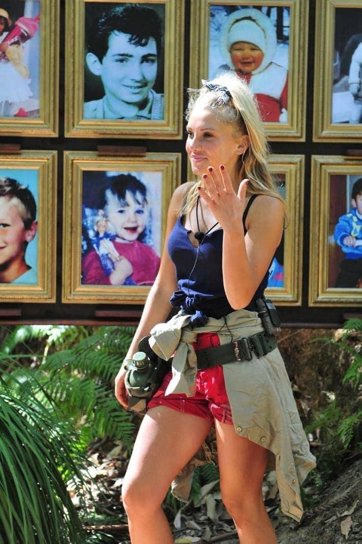 <p>Darunter befinden sich auch ihre eigenen Kinderbilder.</p> Foto: TV NOW / Stefan Menne