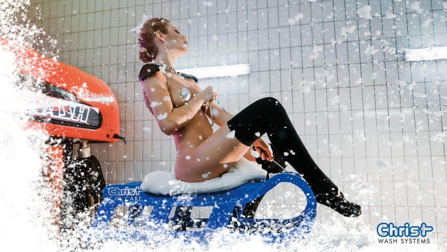 <p>Mit dem Schlitten durch die Waschstraße? Das geht nur im Dezember.</p> Foto: © Copyright Otto Christ AG – Wash Systems