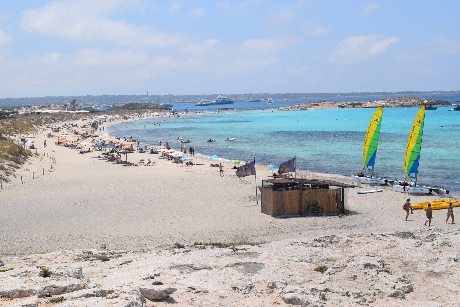 <p><strong>Platz 2:</strong> Der Name Diani Beach ist weltweit bekannt und lockt Jahr für Jahr eine große Zahl von internationalen Strandurlaubern in die zahlreichen komfortablen Hotelanlagen