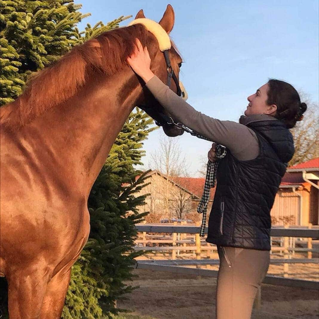 <p>Pferdeliebhaberin Lisa ist die bessere Hälfte von Thomas Müller.</p> Foto: dpa