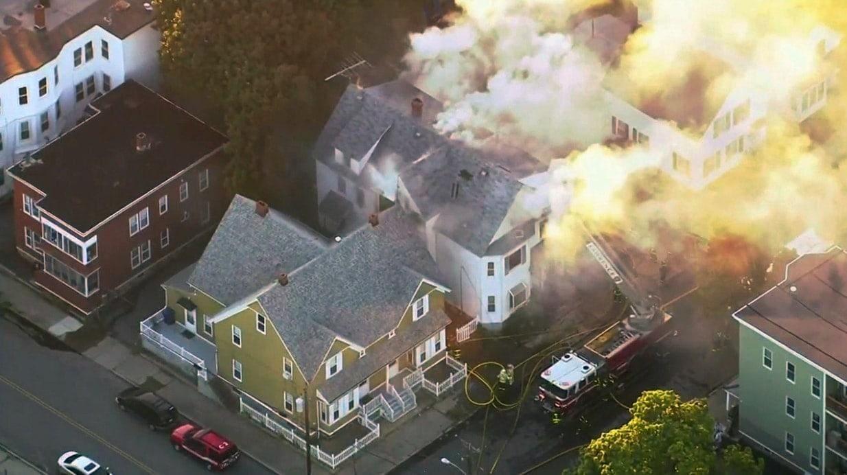<p>Aufgrund von Problemen mit der Gasversorgung sind nahe Boston dutzende Häuser in Brand geraten. Zehntausende Menschen wurden aufgefordert