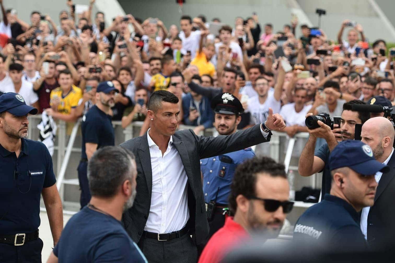 <p>Cristiano Ronaldo ist in Turin angekommen.</p> Foto: AFP