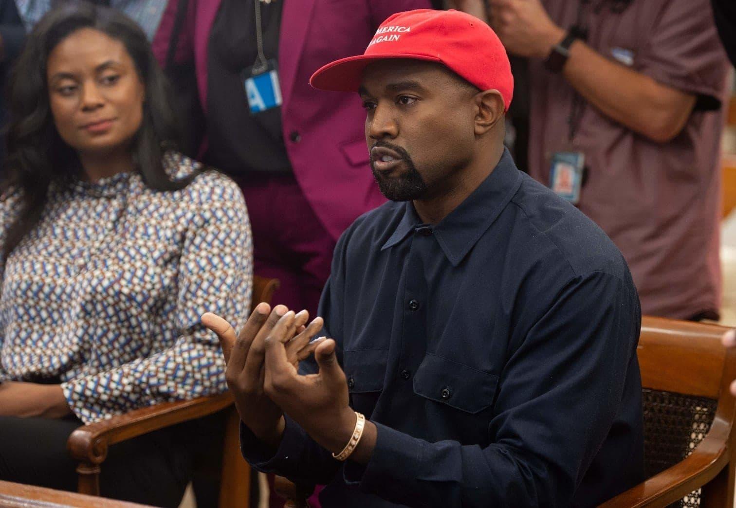 <p>Selbst Donald Trump war mal sprachlos: Rapper Kanye West hat mit einem skurrilen Auftritt im Weißen Haus seinem Gastgeber die Show gestohlen.</p> Foto: AFP/Saul Loeb