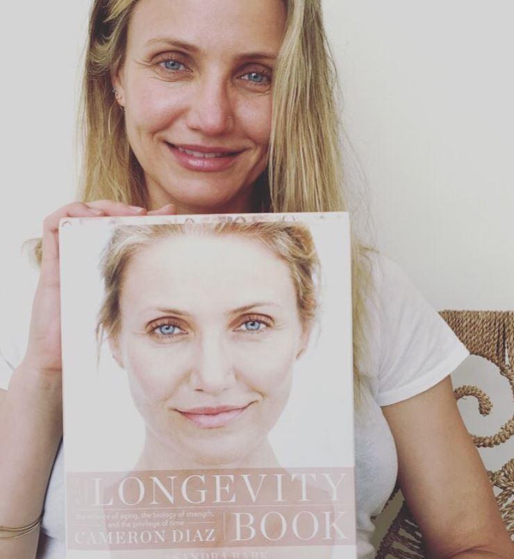 Make-up und ein Kleid eines bekannten Designers.</p> Foto: Screenshot Instagram