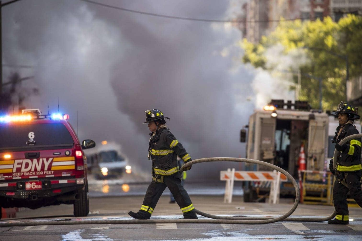 <p>Die Explosion einer Dampfleitung hat in New York zu einer riesigen Dampfwolke in der Nähe des berühmten Flatiron Buildings in Manhattan geführt.</p> Foto: AFP