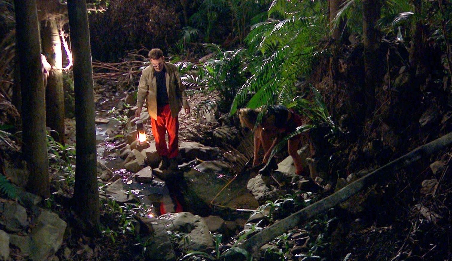 """<p>Mitten in der Nacht ist sich Sandra sicher: Irgendetwas hat einen Holzlöffel geklaut! """"Gib&lsquo; den Löffel her"""""""