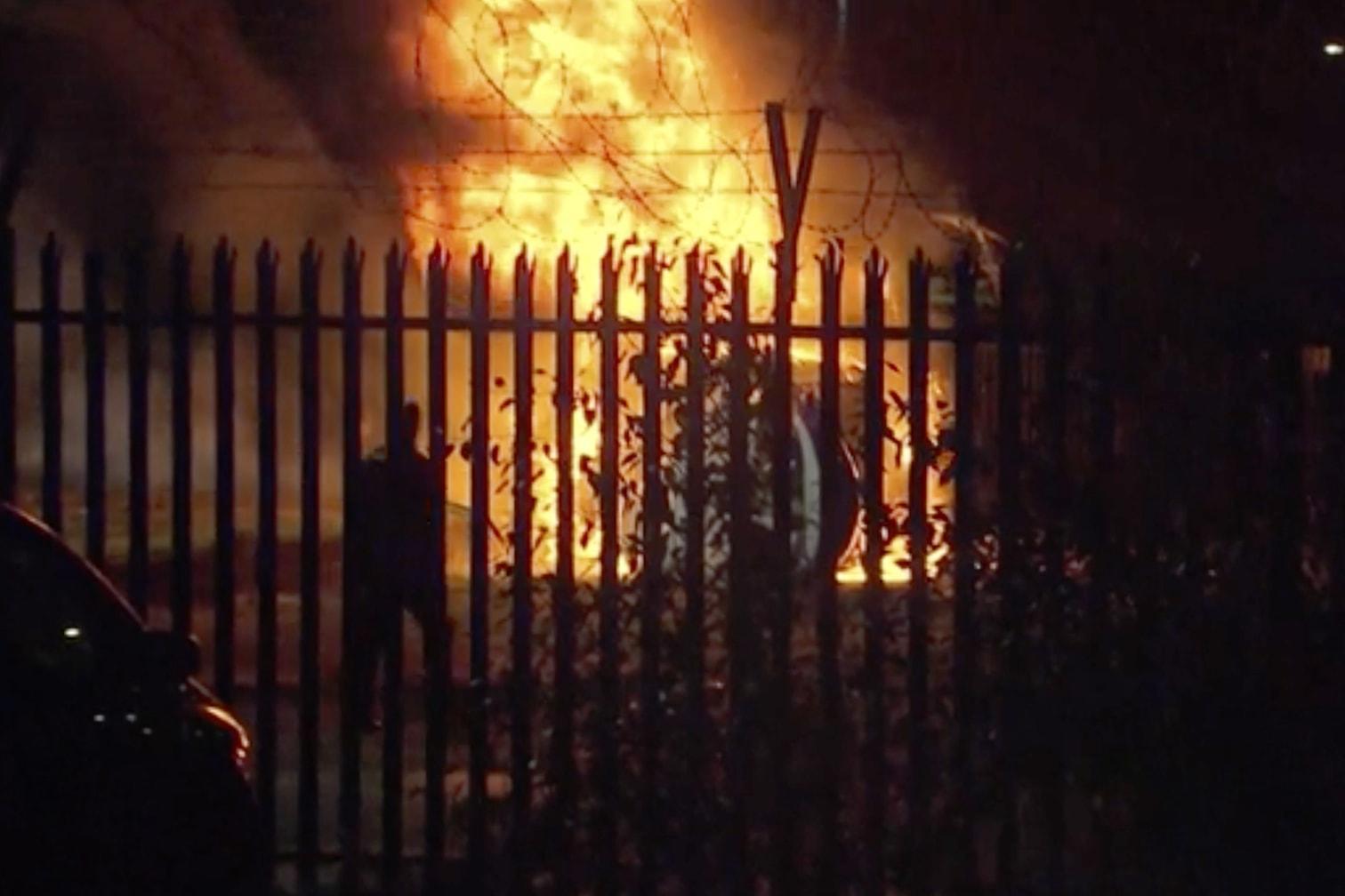 <p>Der Helikopter des thailändischen Milliardärs Vichai Srivaddhanaprabha ging am Samstagabend auf einem Parkplatz neben dem Stadion des Clubs nieder und brannte.</p> Foto: dpa