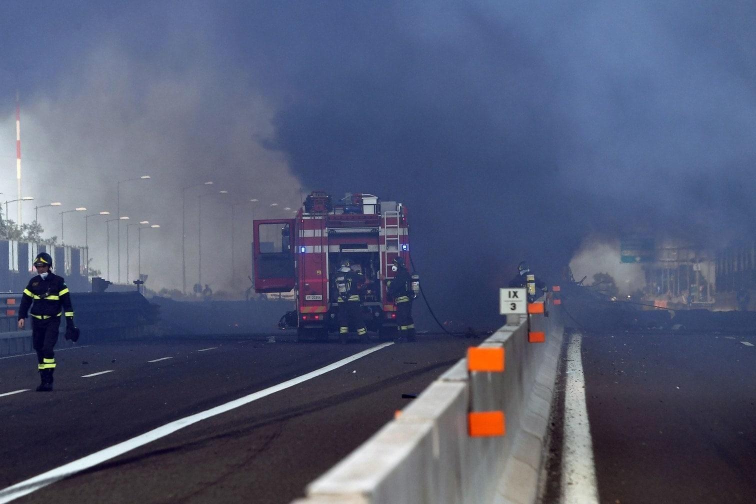 <p>Bei einer Explosion auf einer Autobahn in der Nähe der norditalienischen Stadt Bologna sind am Montag mindestens 56 Menschen verletzt worden.&nbsp;</p> Foto: AFP