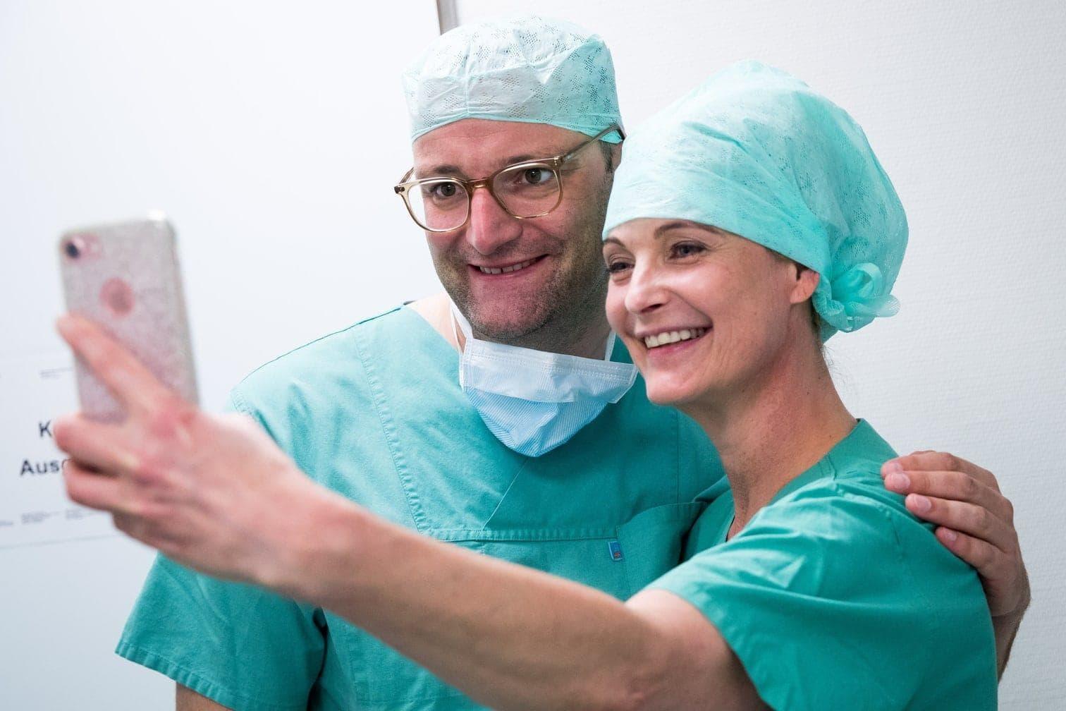 <p>Bundesgesundheitsminister Jens Spahn hat in der Hamburger Martini-Klinik ein Praktikum absolviert.</p> Foto: dpa