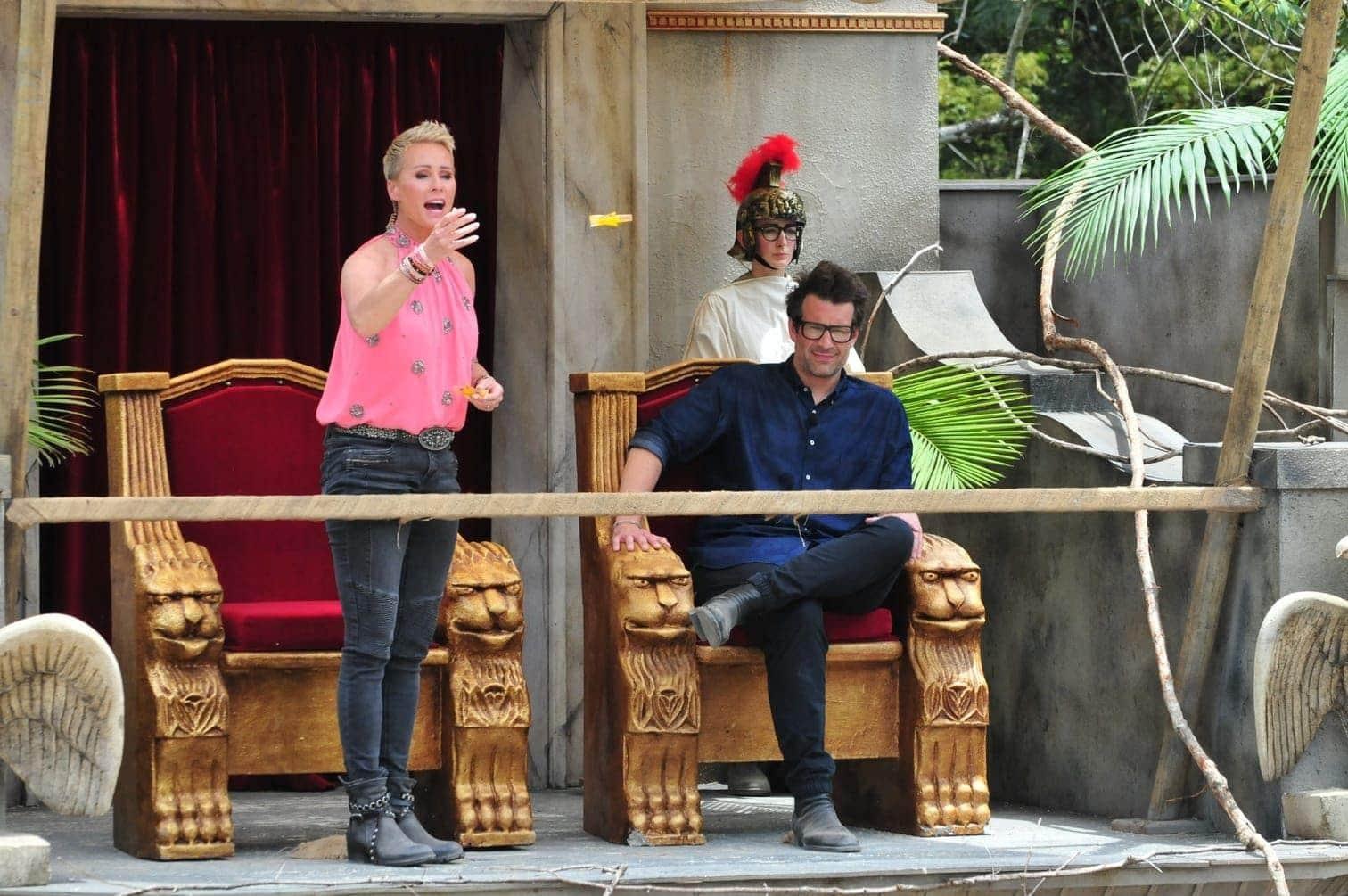 <p>Sonja Zietlow und Daniel Hartwich schicken ihre Promi-Gladiatoren mit stolzen neun Sternen zurück ins Camp.</p> Foto: TV NOW / Stefan Menne