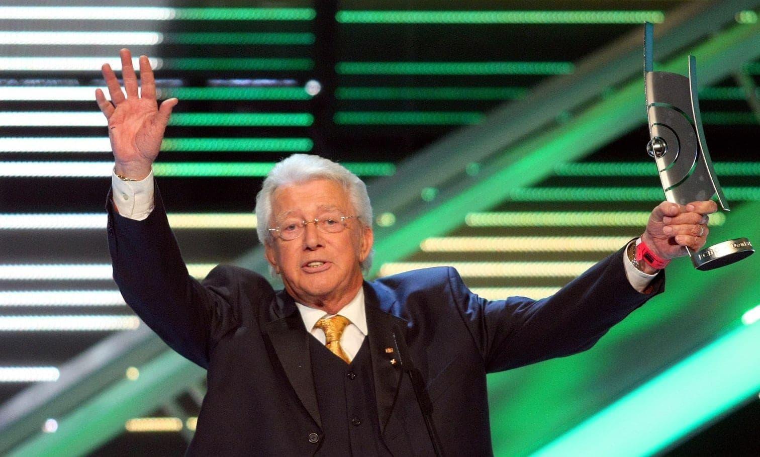 """<p>Der italienische Filmemacher <strong>Bernardo Bertolucci</strong> ist tot. Das bestätigte das Pressebüro des Regisseurs in einer E-Mail. Bertolucci starb am 26. November im Alter von 77 Jahren im Beisein seiner Familie in seinem Haus in Rom.&nbsp;Filme wie """"Der letzte Kaiser&ldquo; und """"Der letzte Tango in Paris&ldquo; hatten ihn weltweit bekannt gemacht.</p> Foto: AFP"""