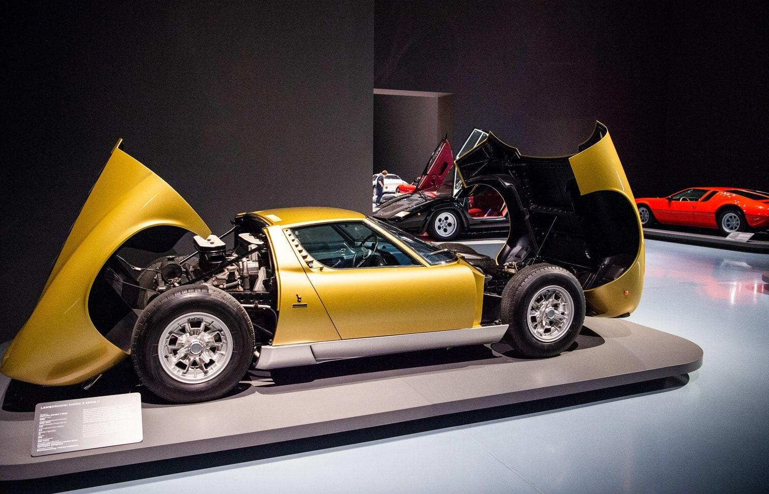 <p>Die Exponate stammen aus Privatbeständen und aus Sammlungen der Automobilunternehmen.</p> Foto: Christophe Gateau / dpa