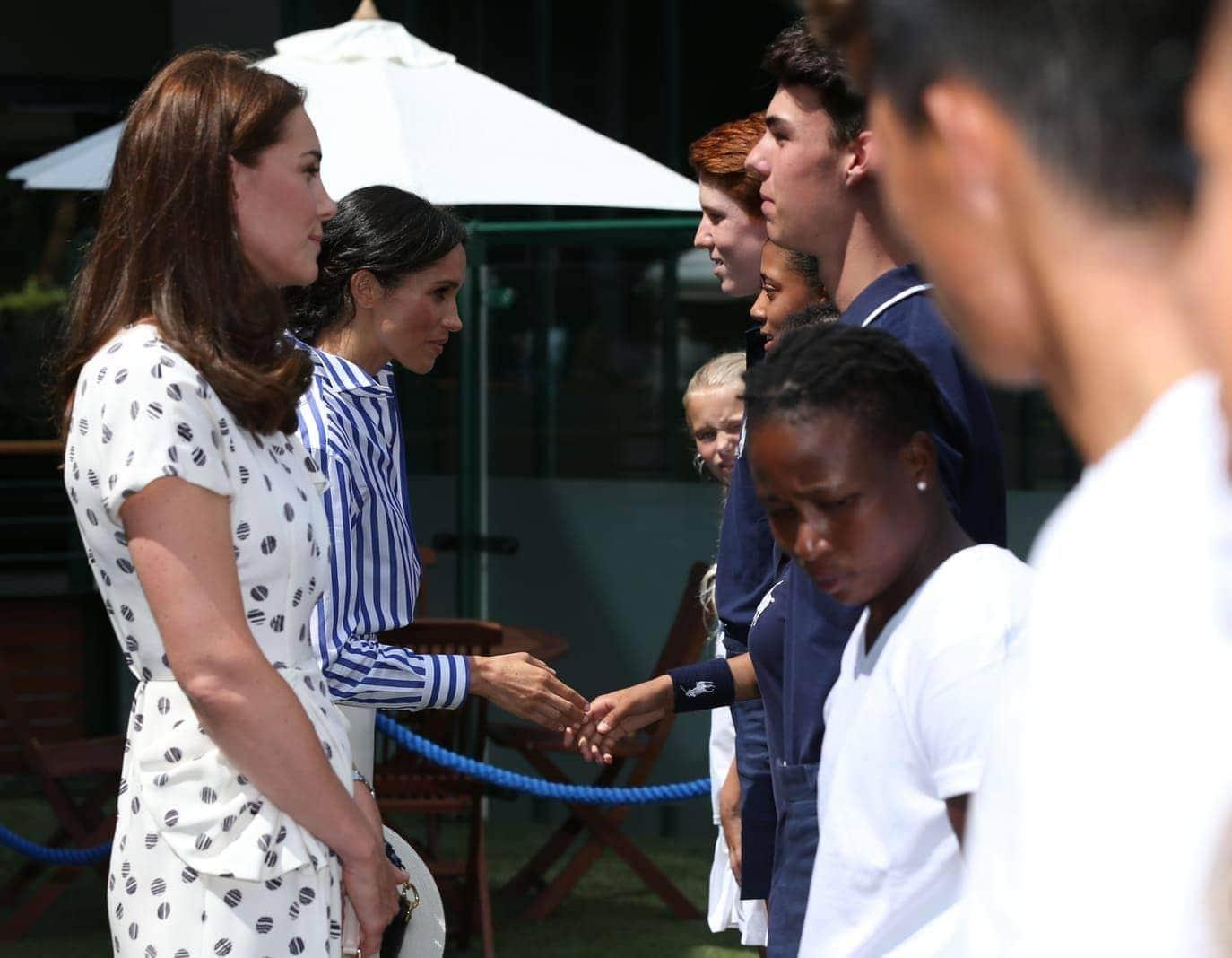 als sie am Samstag die königliche Loge im Centre Court in Wimbledon betraten.</p> Foto: dpa