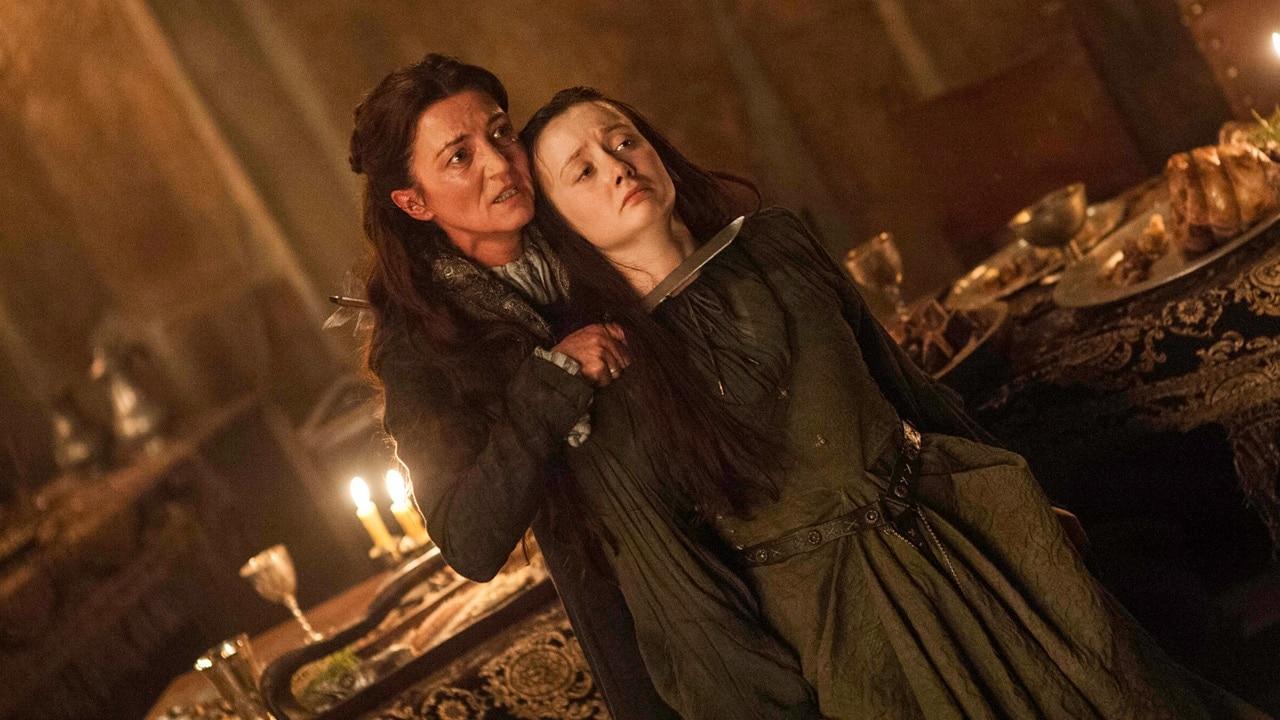 <p>Achja: Um die Folge hervorragend abzuschließen wird noch Daenery's nerviger Bruder Viserys mit einer flüssigen Goldkrone gekrönt. <em><strong>Don't mess with the Drogo!</strong></em></p> Foto: HBO