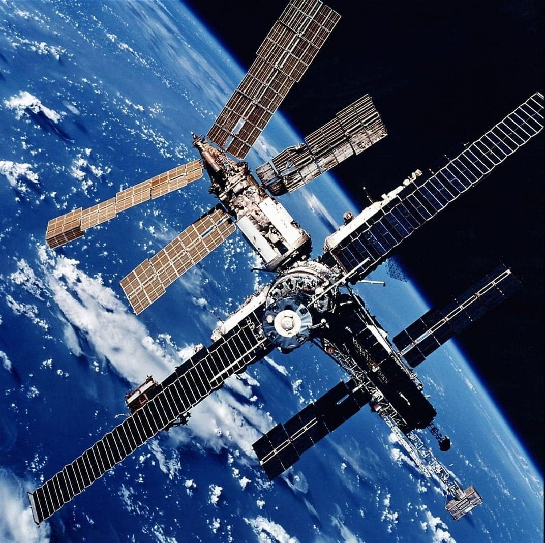 <p>SKYLAB - Die USA starteten 1973 die Raumstation Skylab (&bdquo;Himmelslabor&ldquo;). Drei Mannschaften mit jeweils drei Astronauten hielten sich dort bis Februar 1974 auf. Ohne später noch einmal Besuch erhalten zu haben