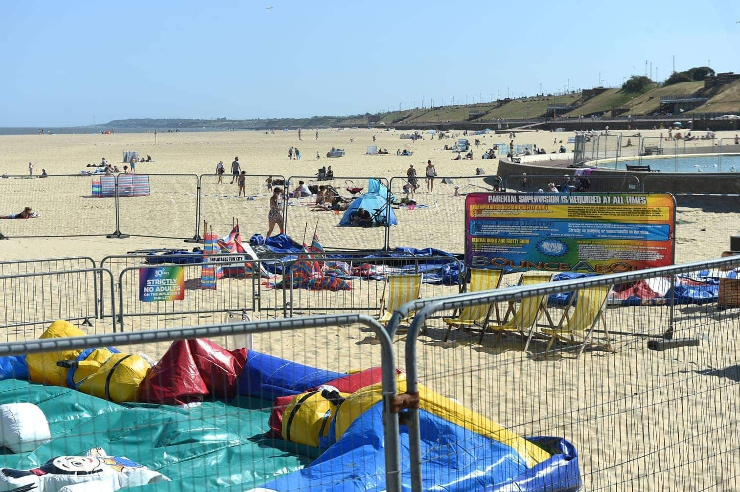 <p>Der Vorfall habe sich bei hochsommerlichen Temperaturen an einem Strand in Gorleston ereignet