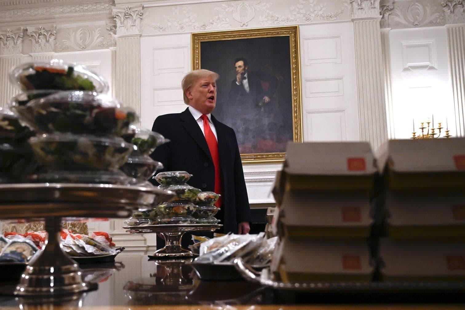 <p>US-Präsident Donald Trump hat das Meisterschaftsteams des College-Footballs mit Burgern