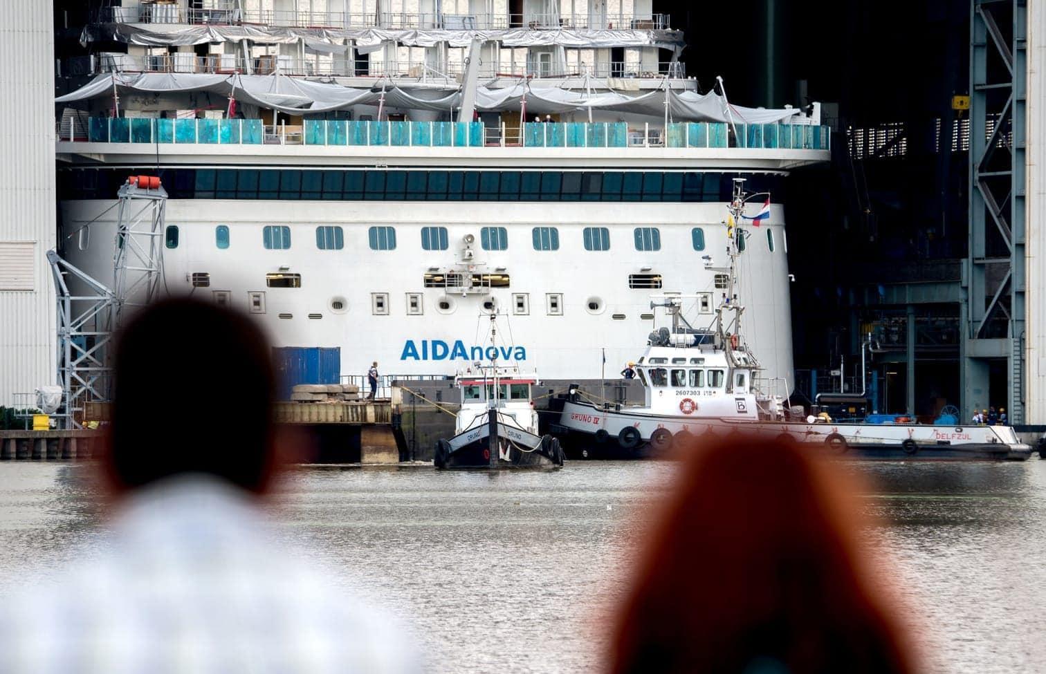 <p>Das 337 Meter lange und 42 Meter breite Schiff mit mehr als 2600 Passagierkabinen hatte das Baudock vergangene Woche verlassen.</p> Foto: dpa