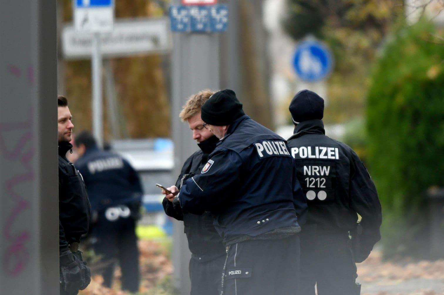 der bewaffnete 46-Jährige wurde danach festgenommen.</p> Foto: dpa/Ina Fassbender