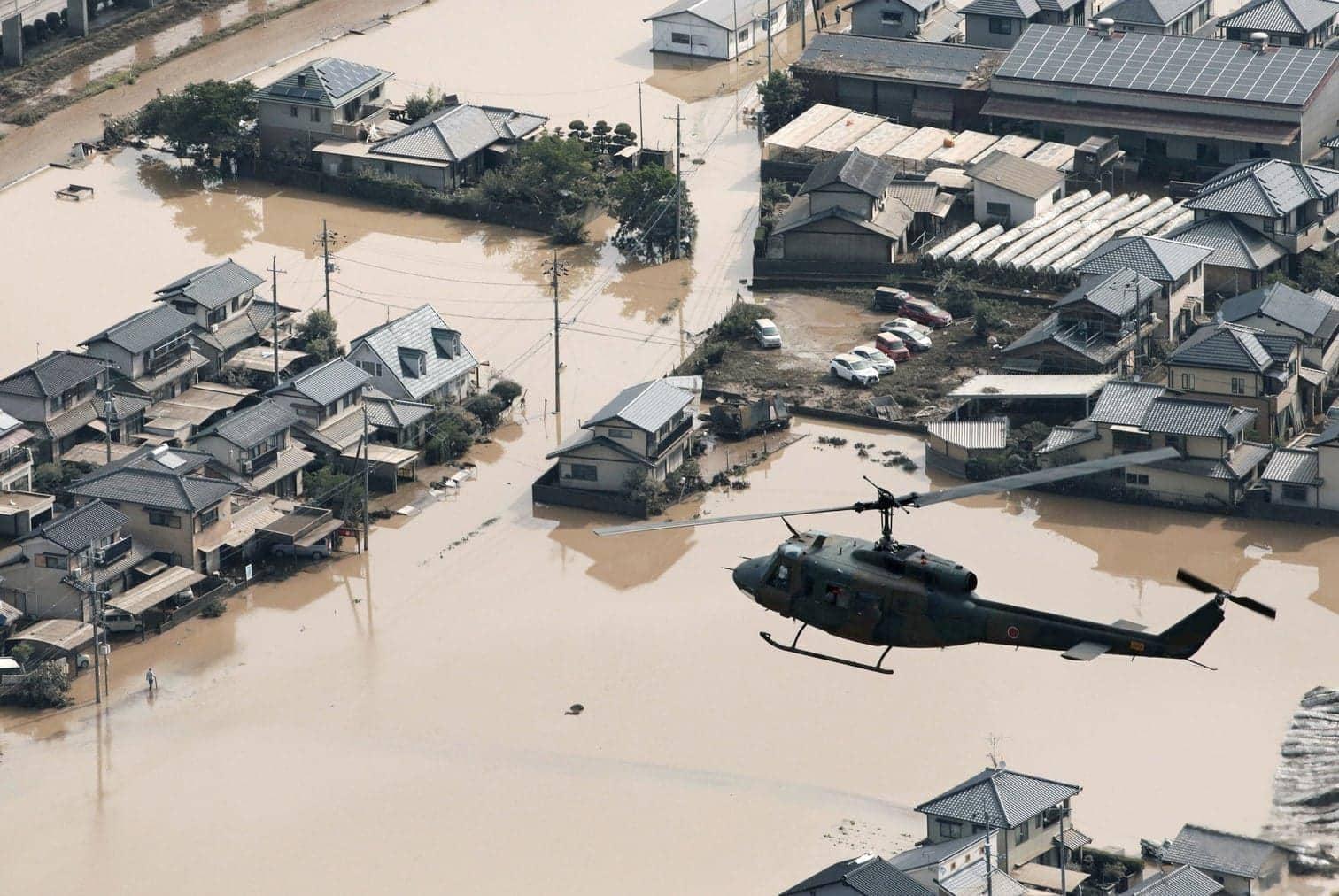 <p>Nach den heftigen Überschwemmungen und Erdrutschen durch Starkregen im Südwesten Japans werden Regierungsangaben zufolge mindestens 100 Tote befürchtet.</p> Foto: dpa
