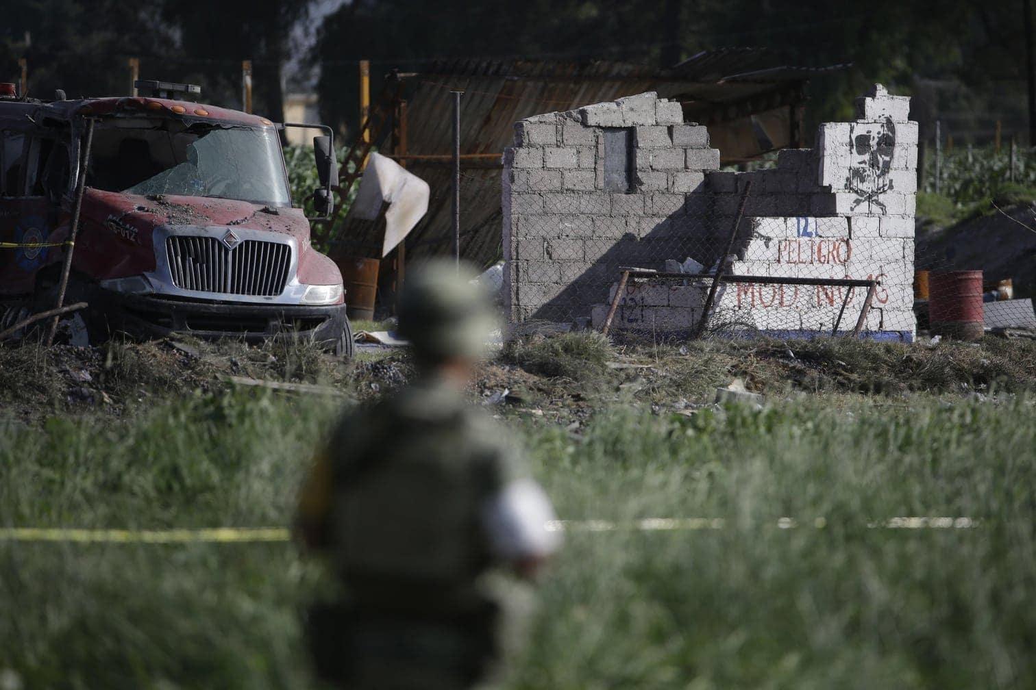 vier Feuerwehrleute und ein Mitarbeiter des Zivilschutzes ums Leben gekommen. 17 Menschen starben noch vor Ort
