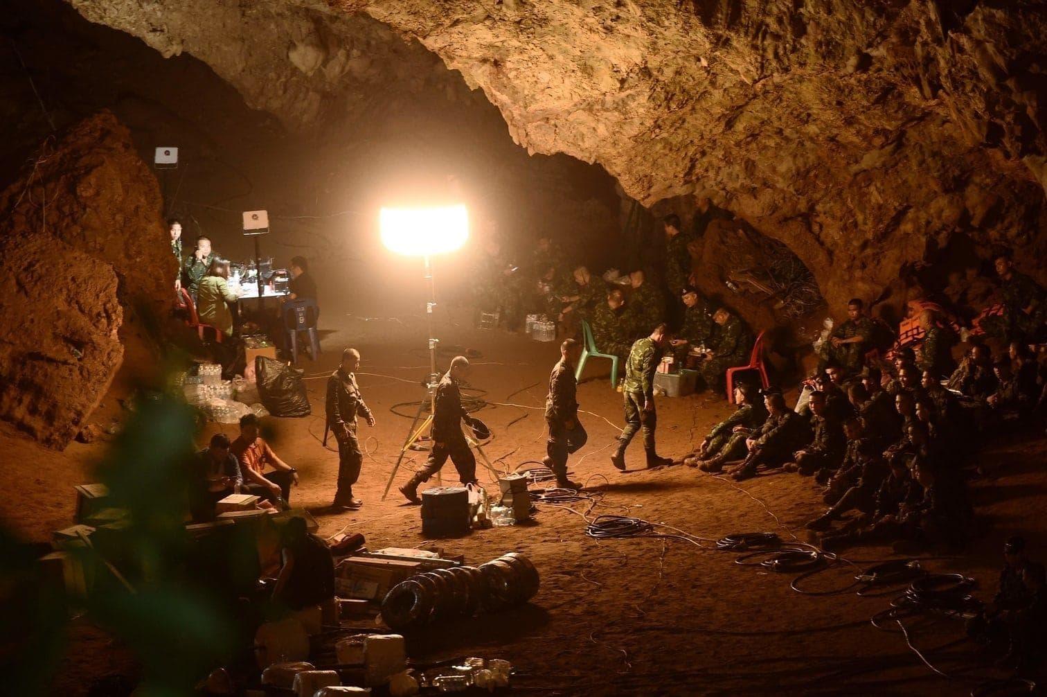 <p>Nach tagelanger Suche sei eine bislang unbekannte Öffnung zu einem weiteren Bereich der Höhle gefunden worden