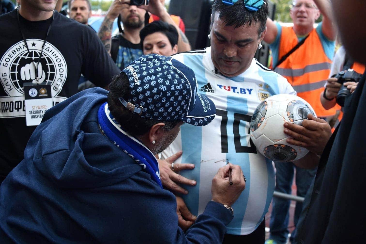 <p>Maradona ist ein Star zum anfassen.</p> Foto: AFP