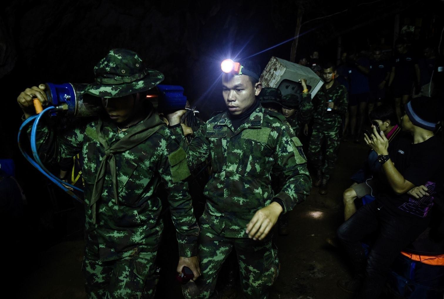 <p>An einer Höhle im Norden Thailands findet eine dramatische Suchaktion nach einer verschollenen Jungen-Fußballmannschaft statt.</p> Foto: AFP