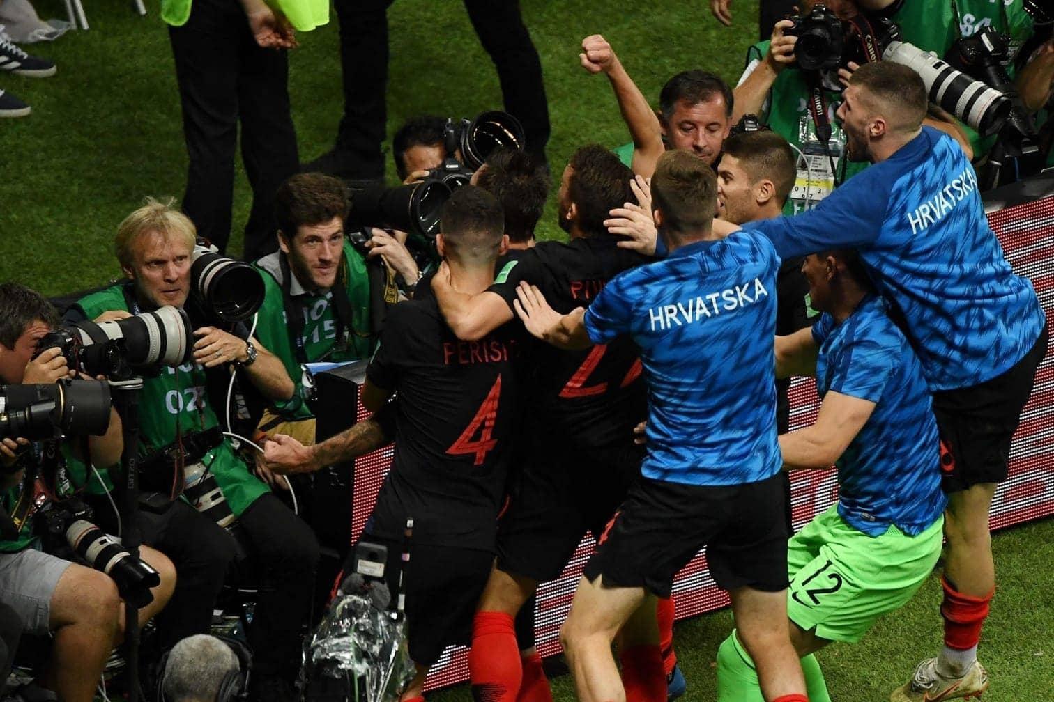 <p>Noch jubeln die Kraten brav vor den Fotografen...</p> Foto: AFP