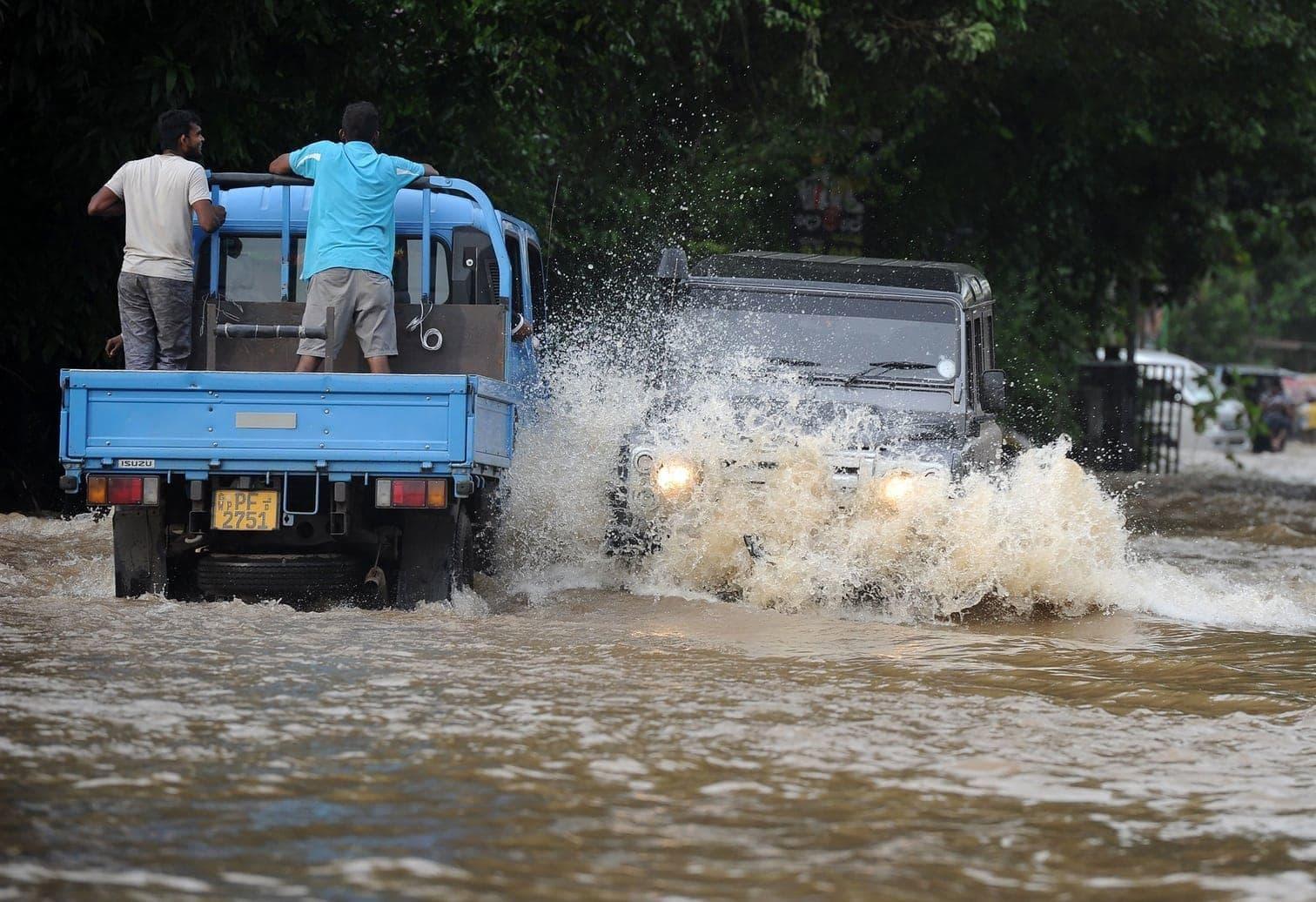 <p>Jedes Jahr im Mai tobt das Wetter auf Sri Lanka. Durch einen Monsum kamen nun elf Personen auf dem Inselstaat ums Leben. Mehr als 100.000 Menschen sind betroffen.</p> Foto: AFP