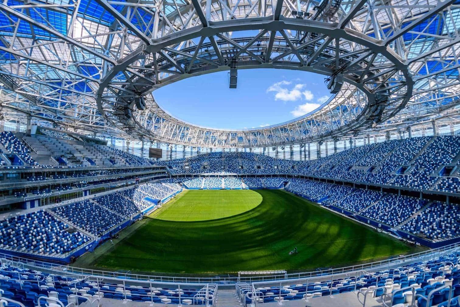 der Rest der Arena am Moskwa-Ufer wurde entkernt und hochmodern wieder aufgebaut. Das Stadion war Schauplatz der Olympischen Spiele von 1980. Im Luschniki eröffnet die russische Sbornaja am 14. Juni die WM gegen Saudi-Arabien
