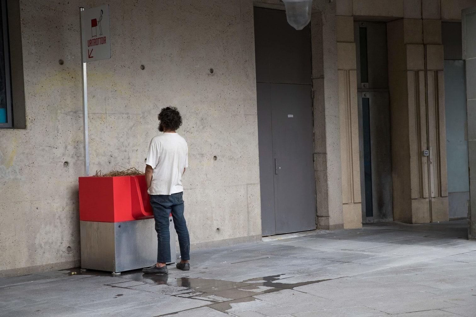 <p>Anwohner beschweren sich allerdings über die Standortwahl. So soll ein Urinal in unmittelbarer Nähe zu einer Schule aufgestellt worden sein.</p> Foto: AFP