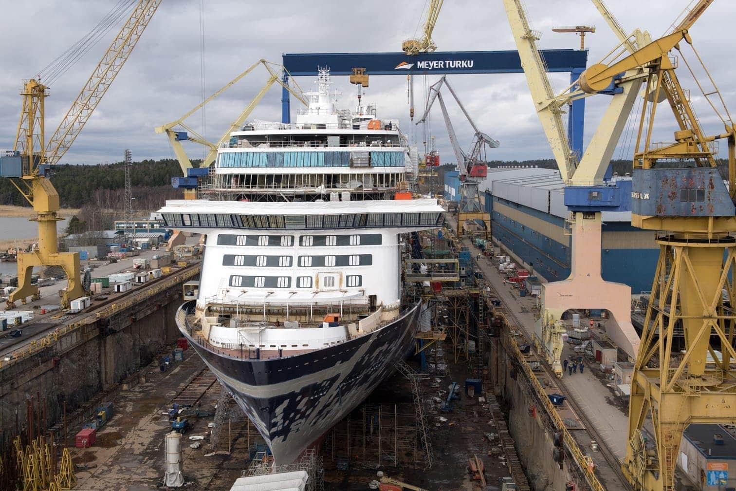 Kreuzfahrtschiff Mein Schiff 2 in der Meyer Werft