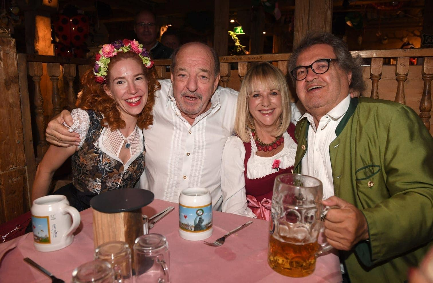 <p>Sportfunktionär Wolfgang Niersbach kam mit seiner Freundin Marion Popp.</p> Foto: dpa
