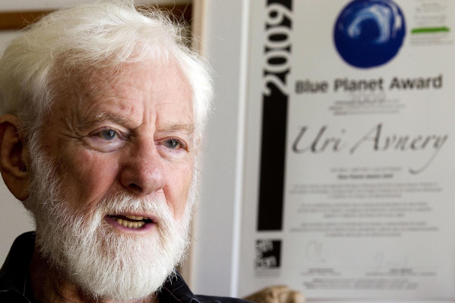 """<p>Er war als """"Malle-Jens"""" bekannt: <a href=""""https://www.tonight.de/news/promis/jens-buechner-ist-tot-tv-auswanderer-war-krank-und-wurde-49-jahre-alt.999717"""" rel=""""nofollow"""" target=""""_blank"""">Im Alter von 49 Jahren starb <strong>Jens Büchner</strong> am 17. November 2018 auf Mallorca.</a> <a href=""""https://www.tonight.de/news/promis/jens-buechner-ehefrau-daniela-spricht-ueber-die-letzten-stunden.999724"""" rel=""""nofollow"""" target=""""_blank"""">Er war an Lungenkrebs erkrankt.</a></p> Foto: dpa/Guido Kirchner"""