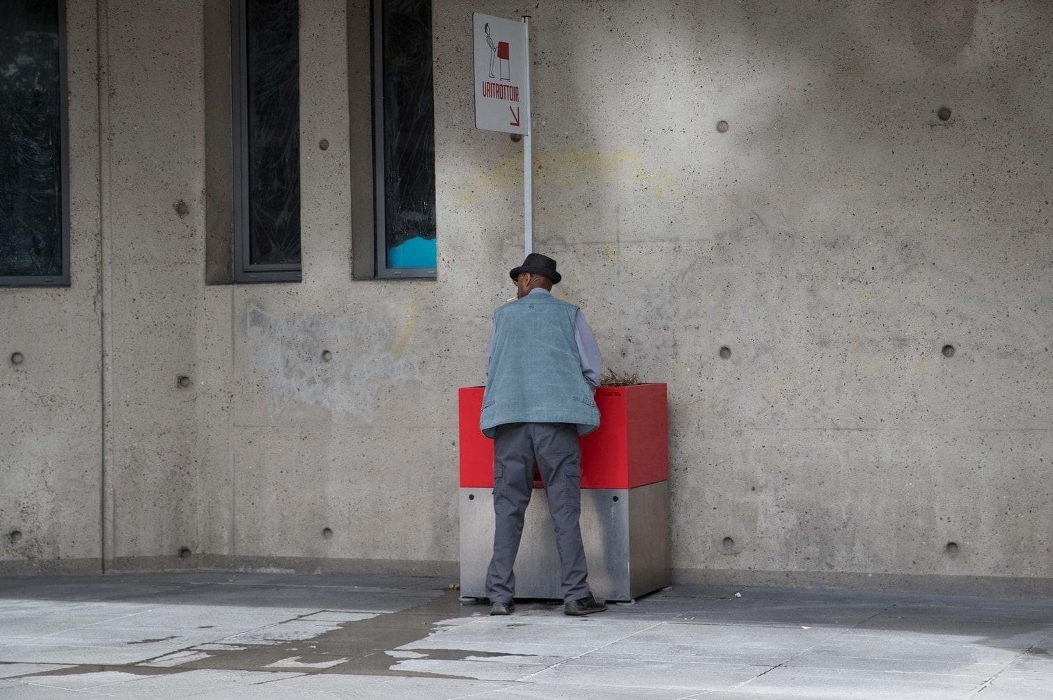 <p>In Paris dürfen sich Männer nun ganz legal an öffentlichen Orten erleichtern.</p> Foto: AFP
