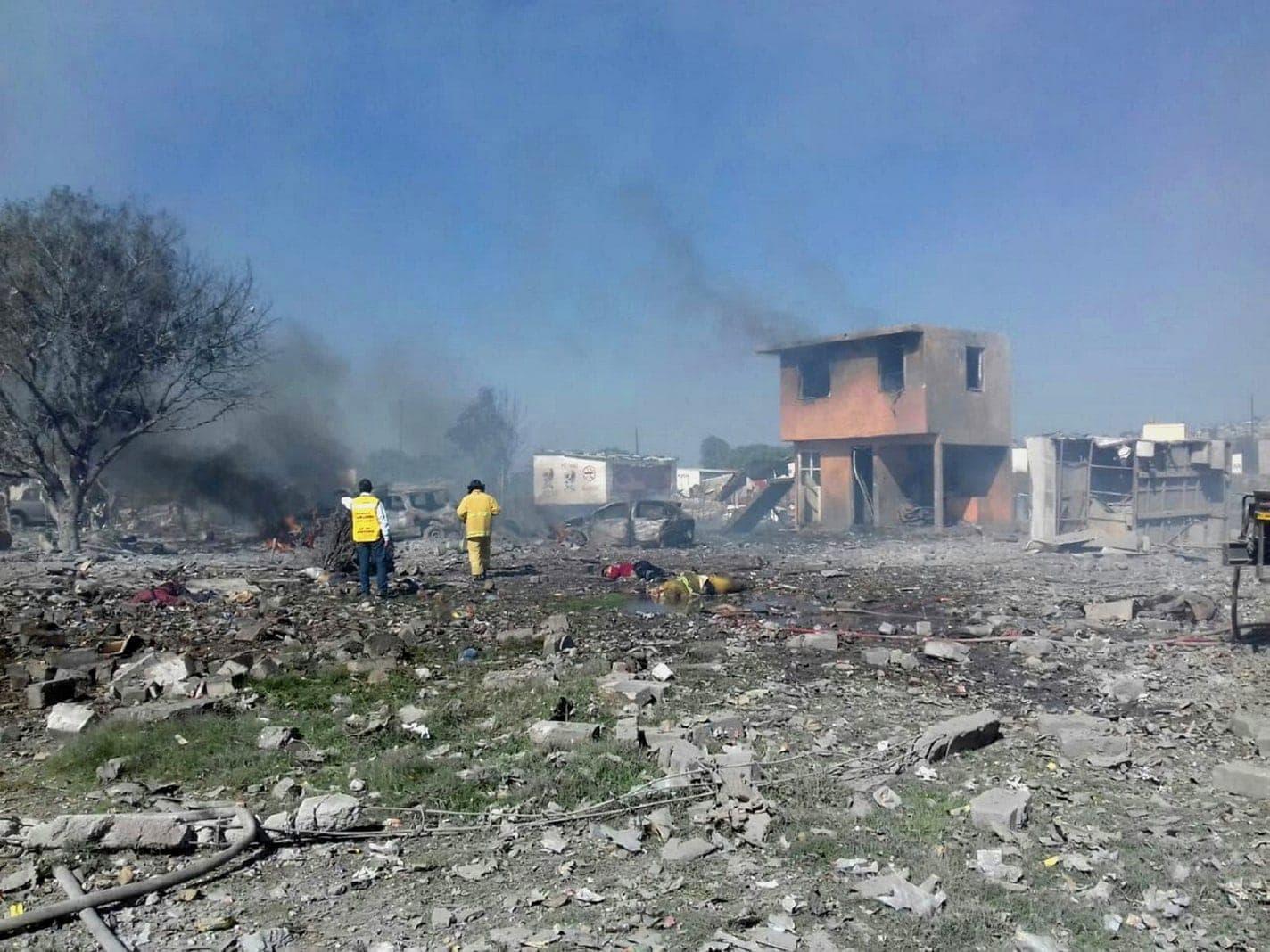<p>Mindestens 24 Menschen sind bei einer Reihe von Explosionen in einer Feuerwerksfabrik in Mexiko ums Leben gekommen.</p> Foto: dpa