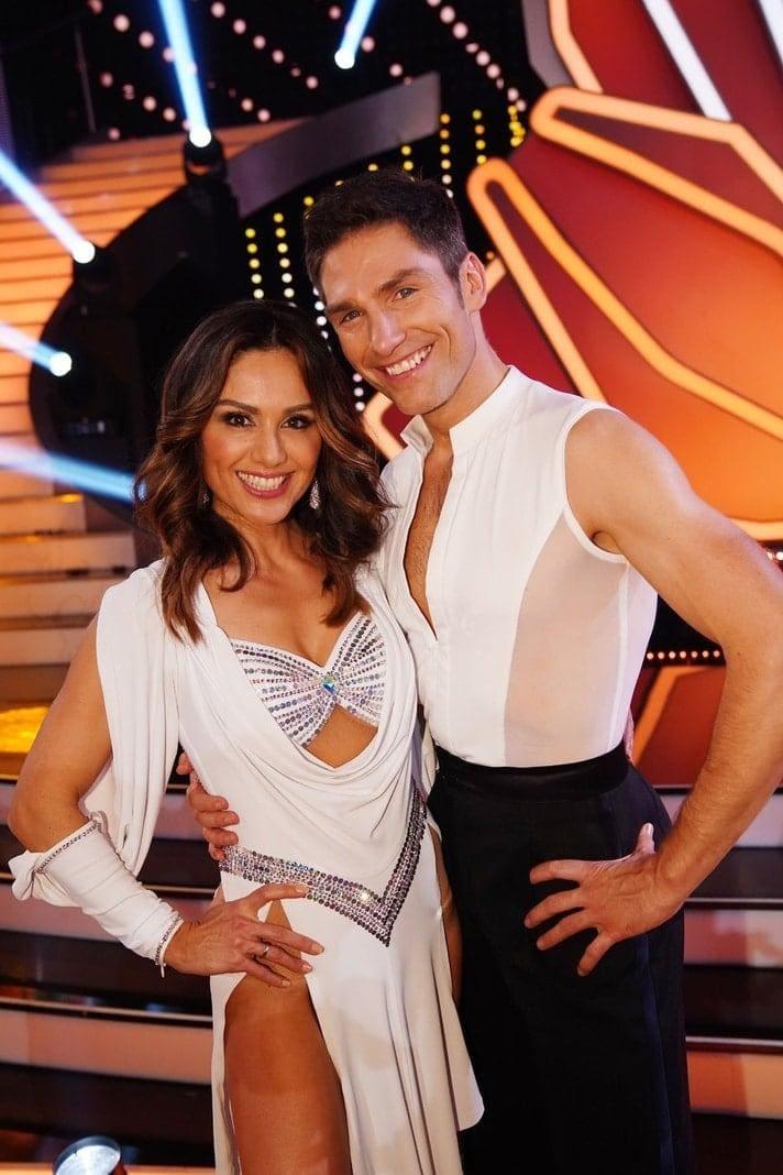 <p>Moderatorin Nazan Eckes tanzt mit Christian Polanc.</p> Foto: TVNOW / Gregorowius
