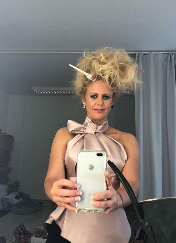 <p>Ganz ohne Make-up geht es dagegen in ihrer Freizeit: In Handtücher gewickelt