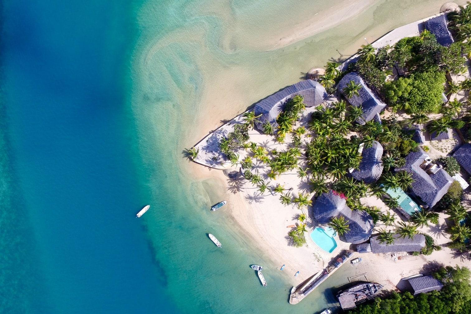 einer paradiesischen Insel im Lamu-Archipel. Die Anreise gestaltet sich zwar etwas länger und ist nicht günstig
