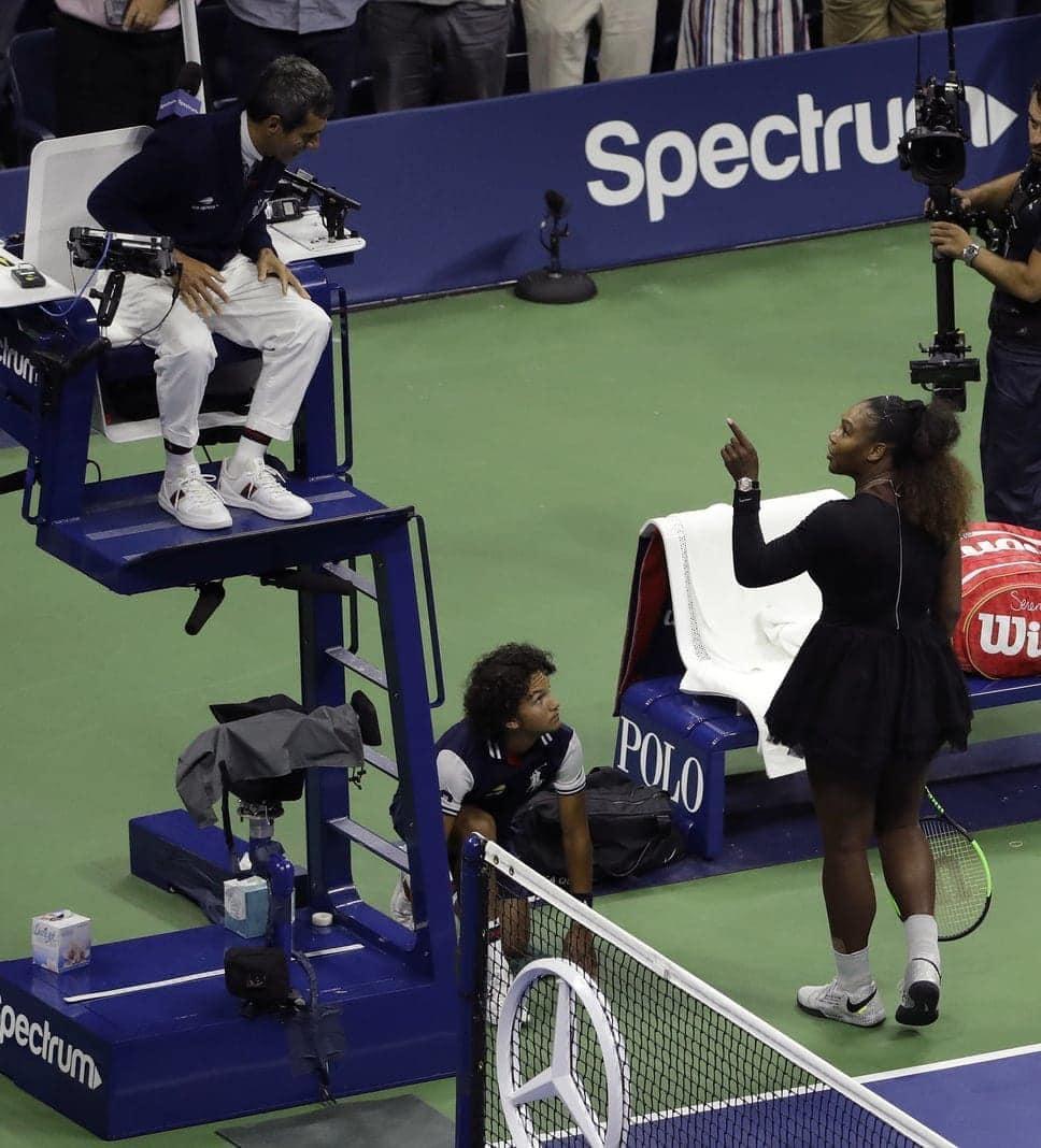 <p>In einem denkwürdigen US-Open-Endspiel hat Naomi Osaka für den ersten japanischen Grand-Slam-Titel der Tennis-Geschichte gesorgt und Serena Williams für einen Eklat. Beim 6:2