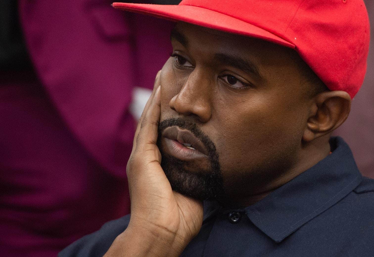 <p>Vor einem Mittagessen mit dem US-Präsidenten setzte der Rapper am Donnerstag im Oval Office zu weitschweifigen Monologen an.</p> Foto: AFP/Saul Loeb