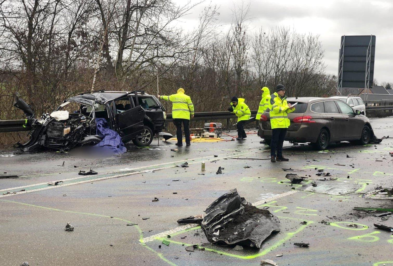 <p>Bei einem Frontalzusammenstoß sind im nordrhein-westfälischen Bocholt am 28. Januar 2019 drei Menschen ums Leben gekommen.</p> Foto: dpa/Arnulf Stoffel